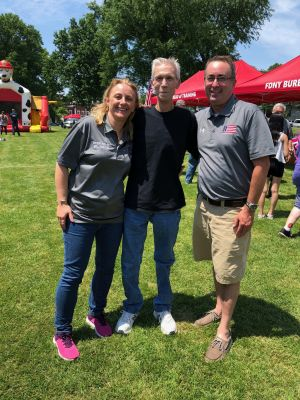 It was a beautiful afternoon for a BBQ fundraiser with FDNY Fired Up for a Cure. RPF's Robert Ostrofsky spent some time with John Tiska (one of our RPF recipients) and Geraldine Kelly (FDNY oncology office).
